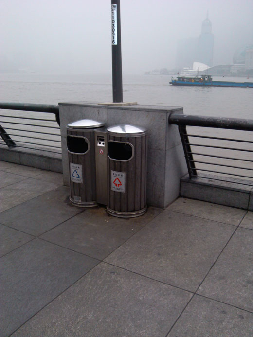 外滩使用的垃圾桶
